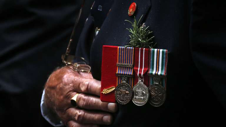 Australian warriors burn their medals to demand protection for Afghans, Arabic newspaper -Profile News