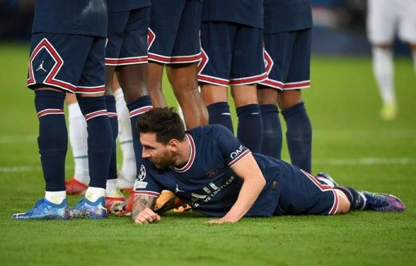 Why did Messi lie down in the Paris-City match?, Arabic newspaper -Profile News