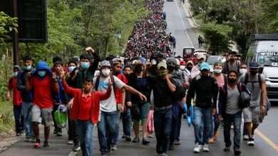 آلاف المهاجرين في طريقهم معا من المكسيك إلى الولايات المتحدة, صحيفة عربية -بروفايل نيوز