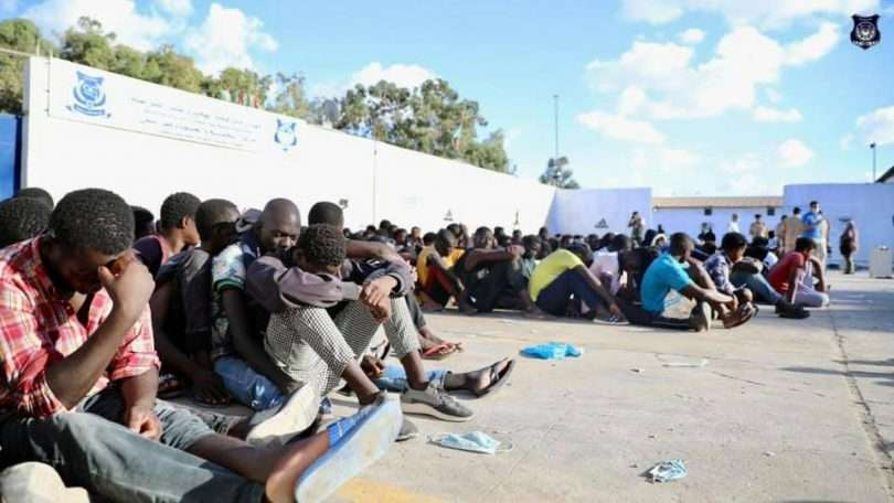 فرار آلاف المهاجرين غير الشرعيين المحتجزين في ليبيا, صحيفة عربية -بروفايل نيوز